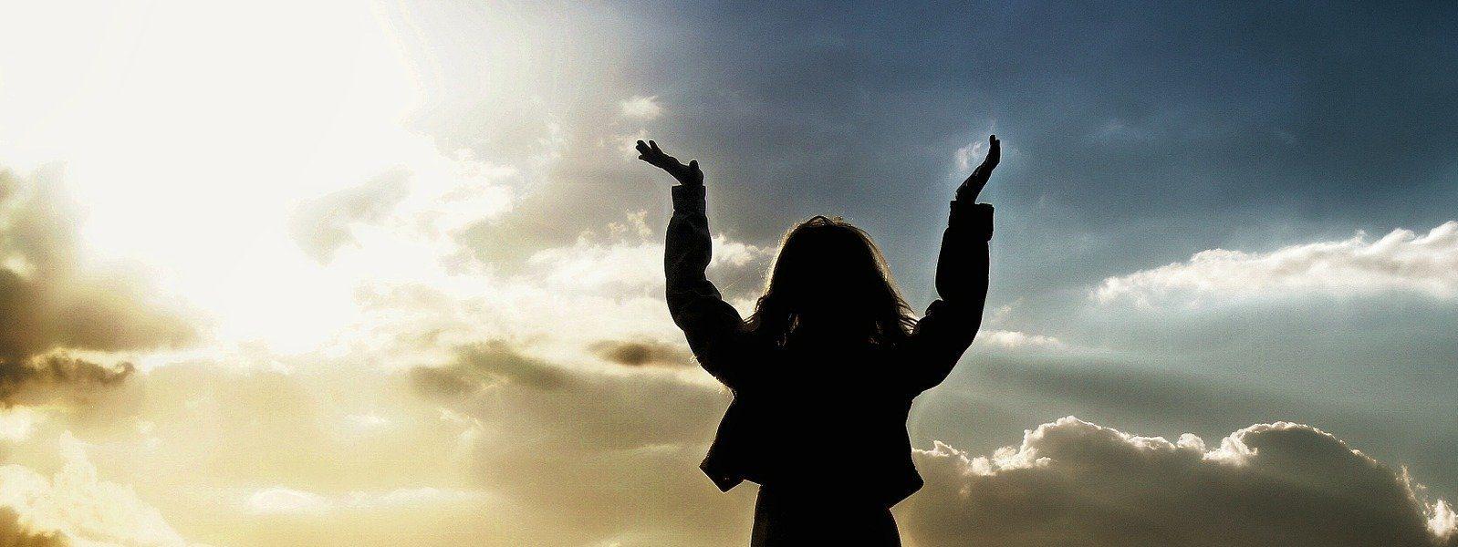 Lasst uns laufen mit Geduld in dem Kampf, der uns bestimmt ist, und aufsehen zu Jesus, dem Anfänger und Vollender unseres Glaubens.